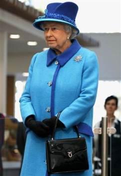 queen w_handbag